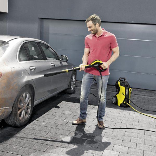 power_washing_a_car