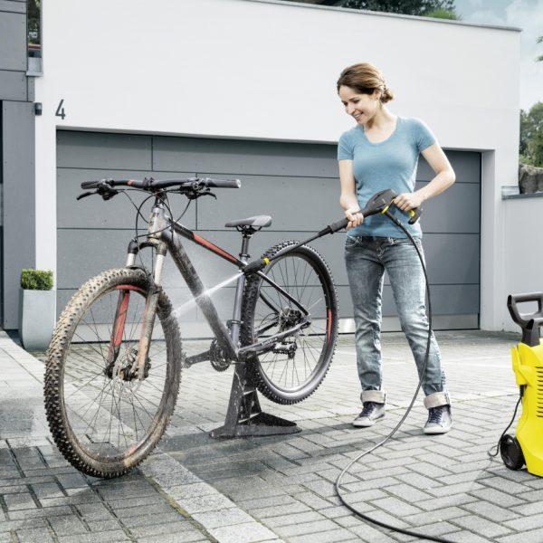 pressure_washing_a_bike